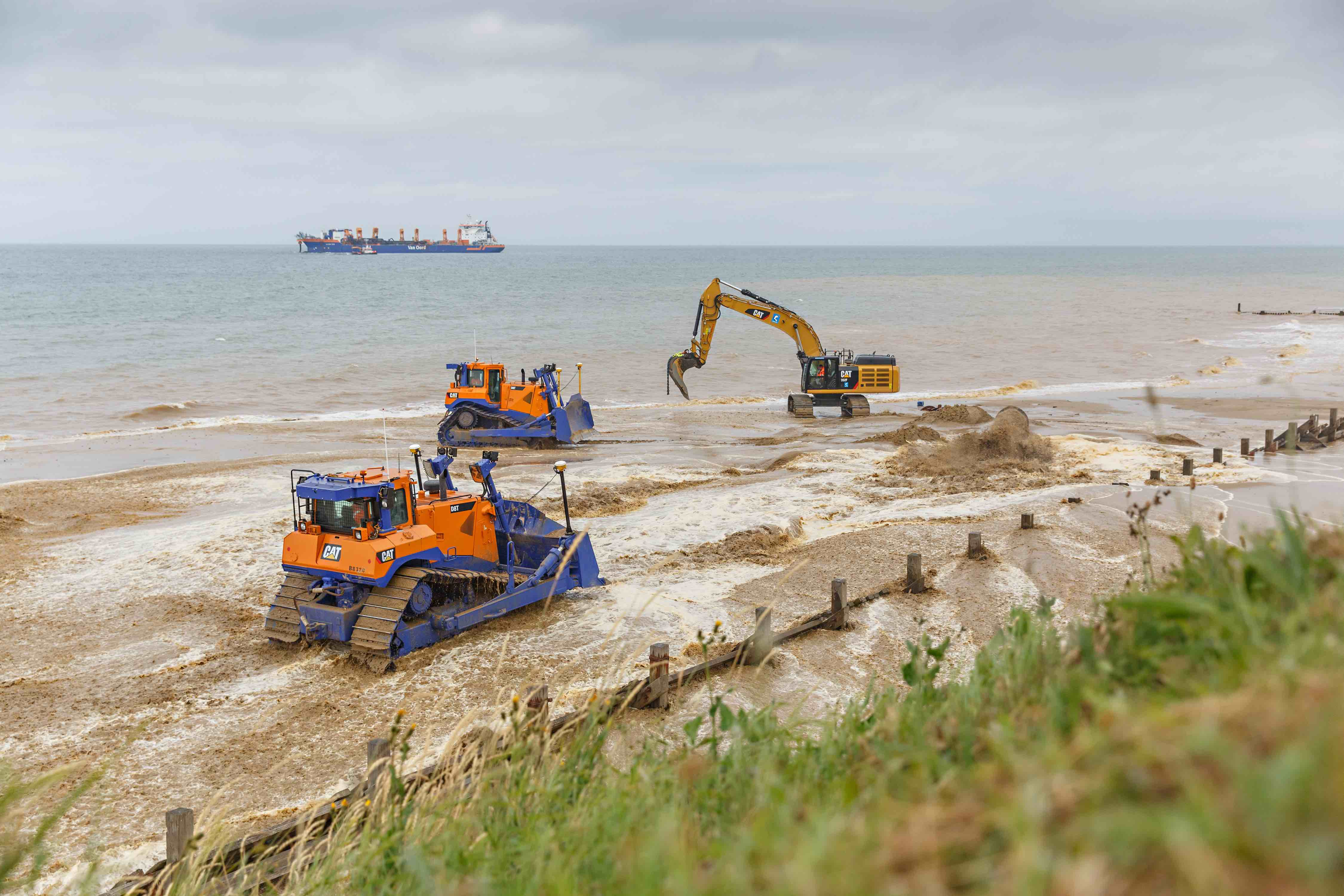 """Sandscaping"" in Norfolk to help slow coastal erosion"