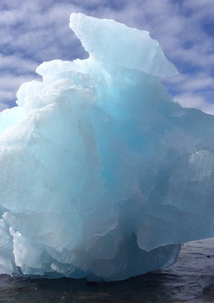 Climate change transforms polar regions: 'irreversible' melt?